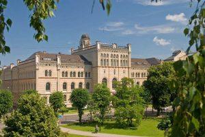 دانشگاه لاتویا لتونی