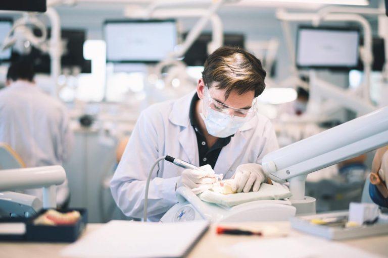 تحصیل دندانپزشکی در اروپا