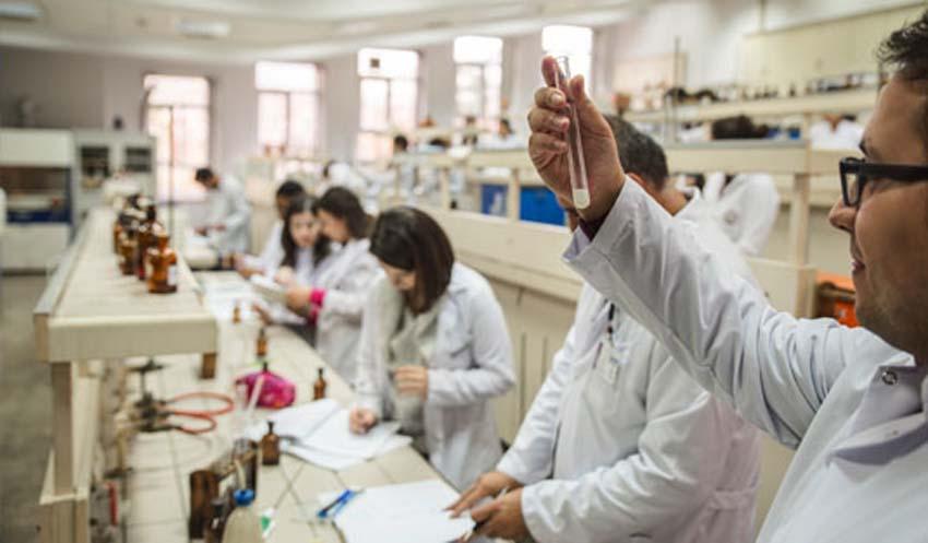 داروسازی در دانشگاه آنکارا