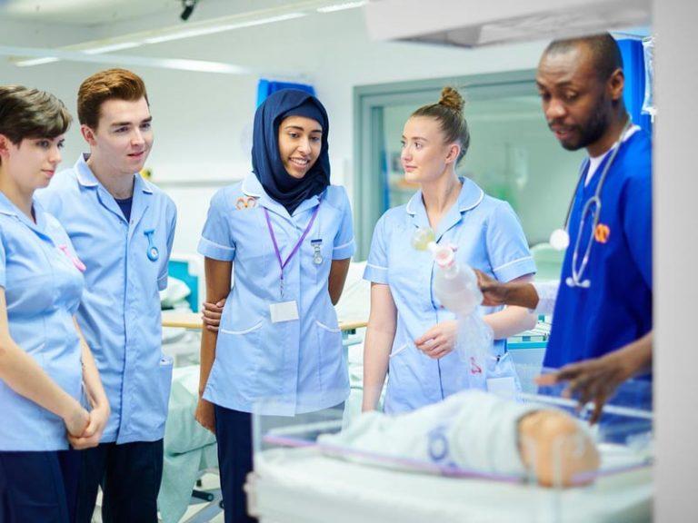 تحصیل پزشکی در اروپا بدون مدرک زبان