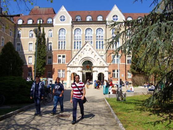 تحصیل در کالج پچ مجارستان